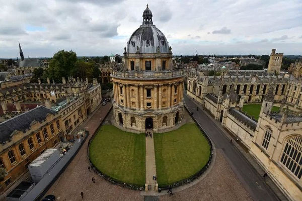 Simon and June Li Undergraduate International Scholarship At University Of Oxford, 2020